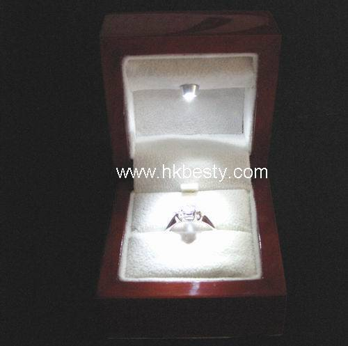 fashion and high quality wooden ring boxes with LED light