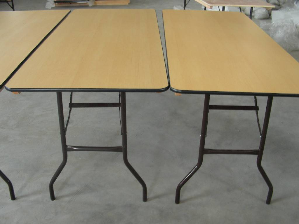 Trestle banquet folding table