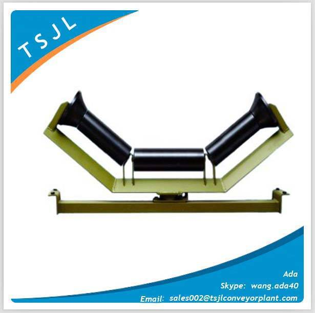 Adjustable roller for belt conveyor