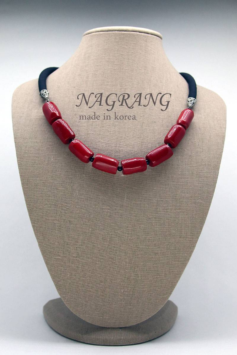 NAGRANG Coral sausages necklace