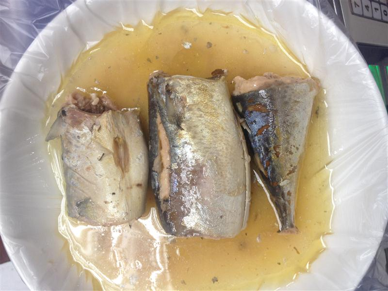 Stock canned Mackerel in Oil,canned fish manufatcurer, cylinder can, halal, haccp certificate.