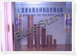 Gas and liquid filtering mesh
