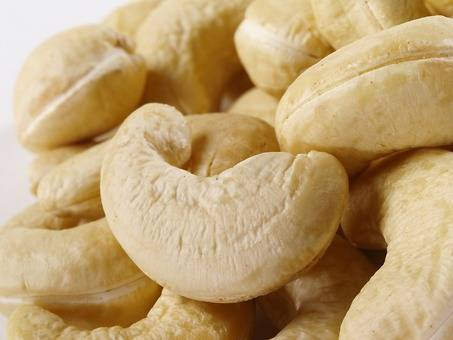 W320 Grade Raw Cashew Nuts