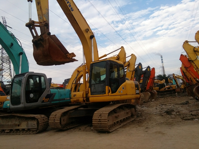 used good condition KOMATSU PC200-7 HYDRAULIC EXCAVATOR for cheap sale
