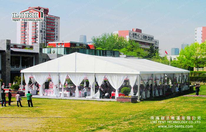 500 People Decorating Tents for Weddings and Parties