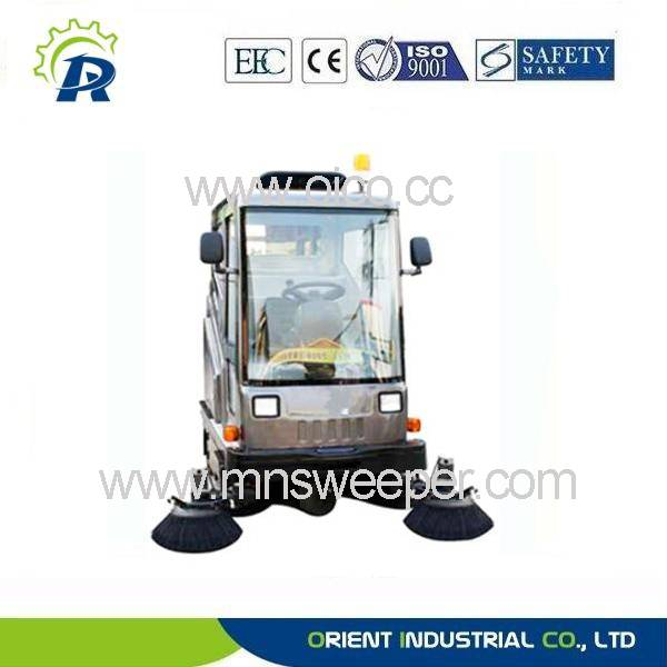 New designed road sweeping machine