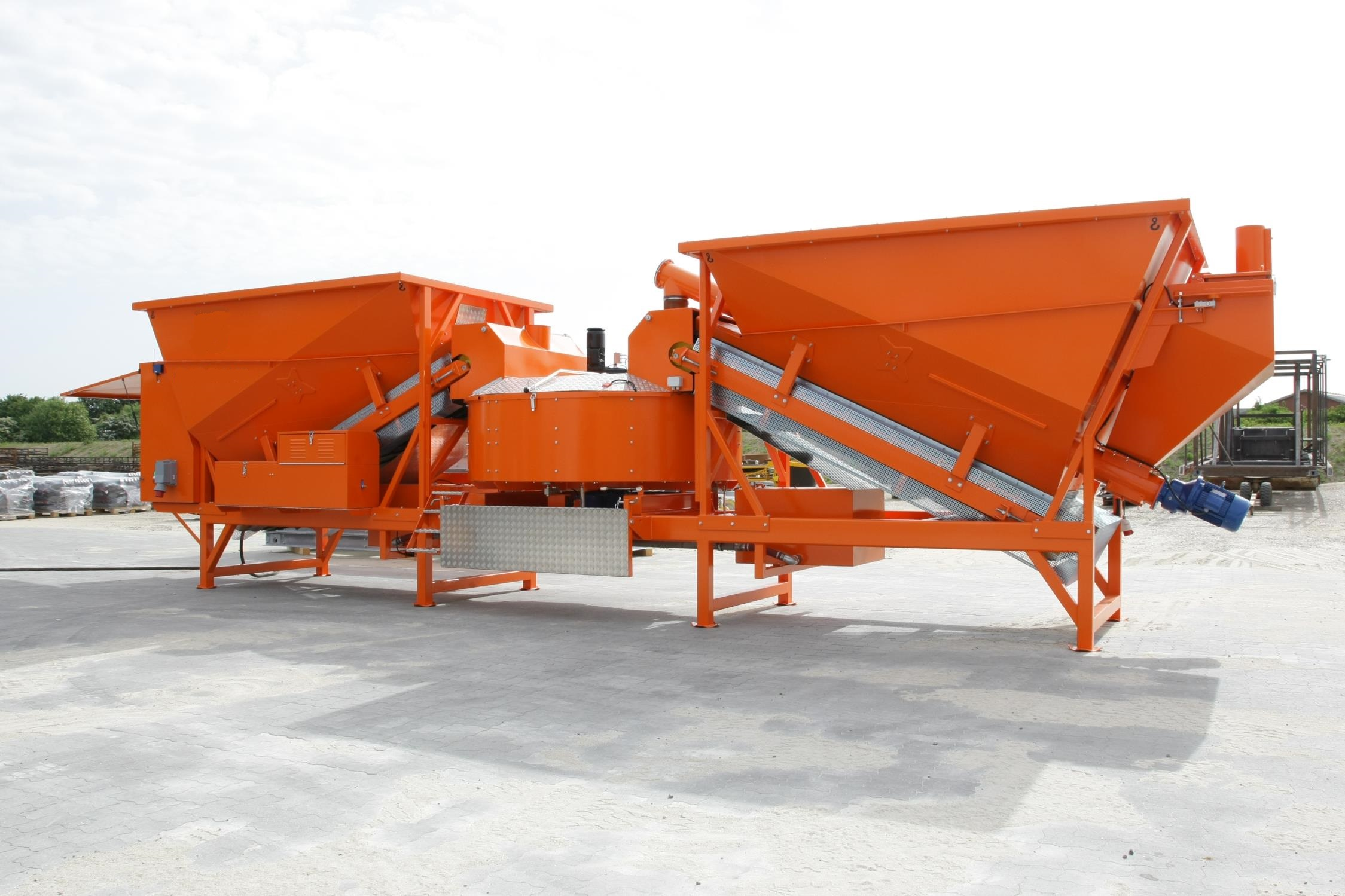 Great working condition F-2200 (55m3/h) Mobile concrete plant