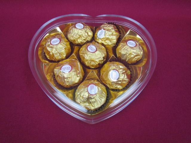 customised durable clear heart shaped acrylic clear plastic chocolate box