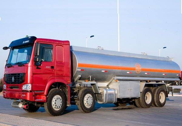 30M3 HOWO 8X4 Fuel Tanker Truck with Flat Cab 371 HP