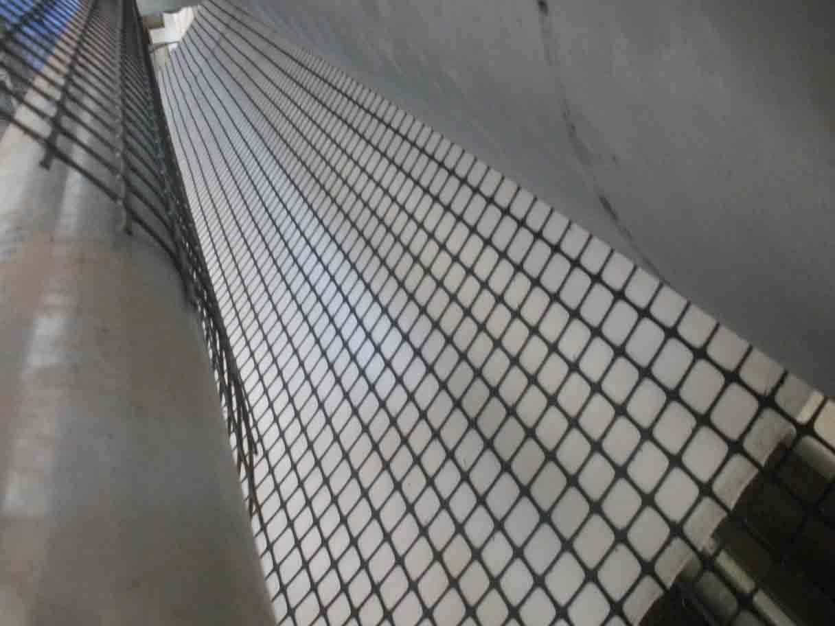 Plastic net laminating production line