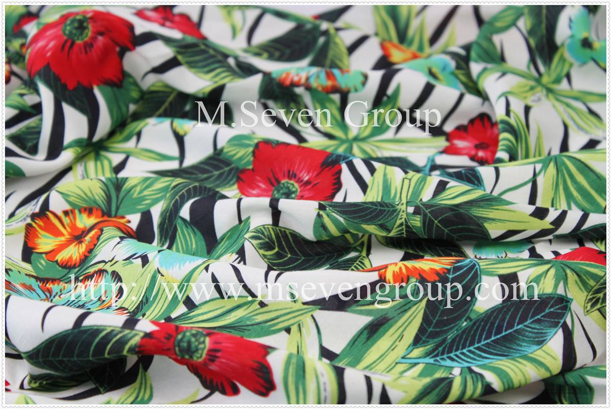 Fashion Polyester Printed Fabric for women dresses with flower print