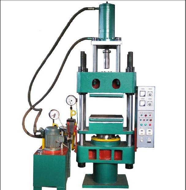 Rubber injection molding machine