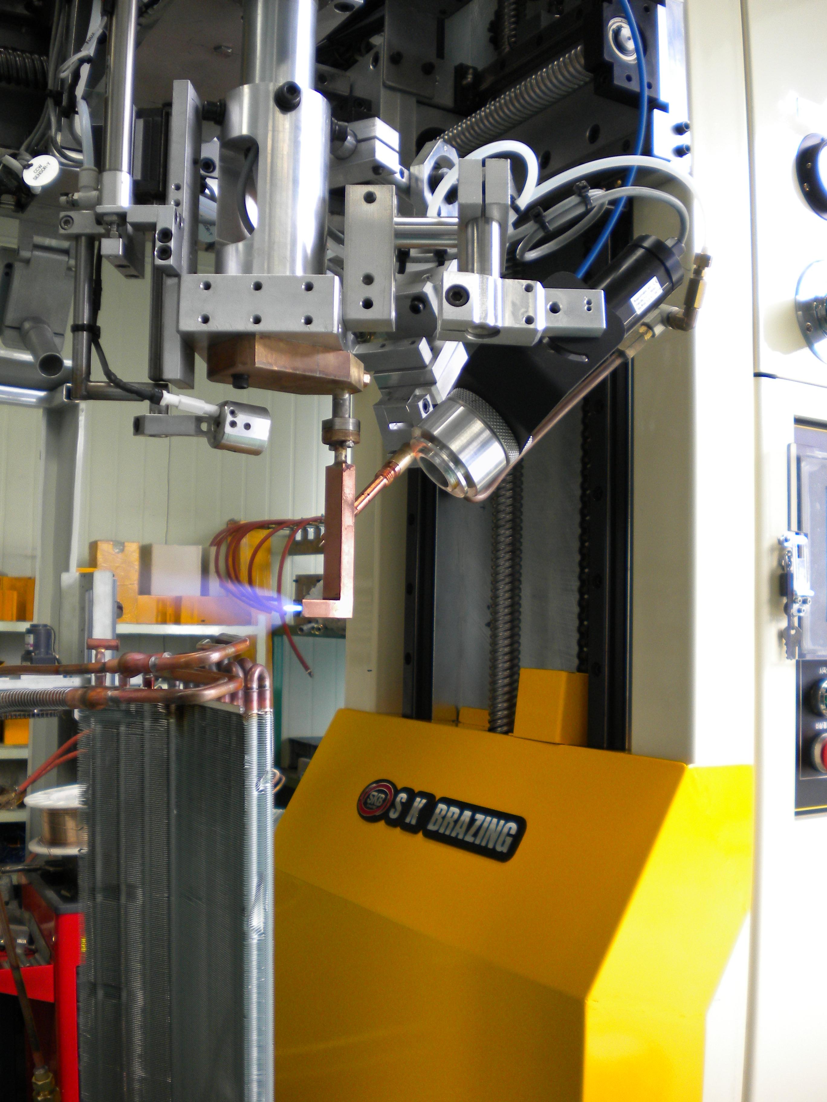 Header robot brazing machine