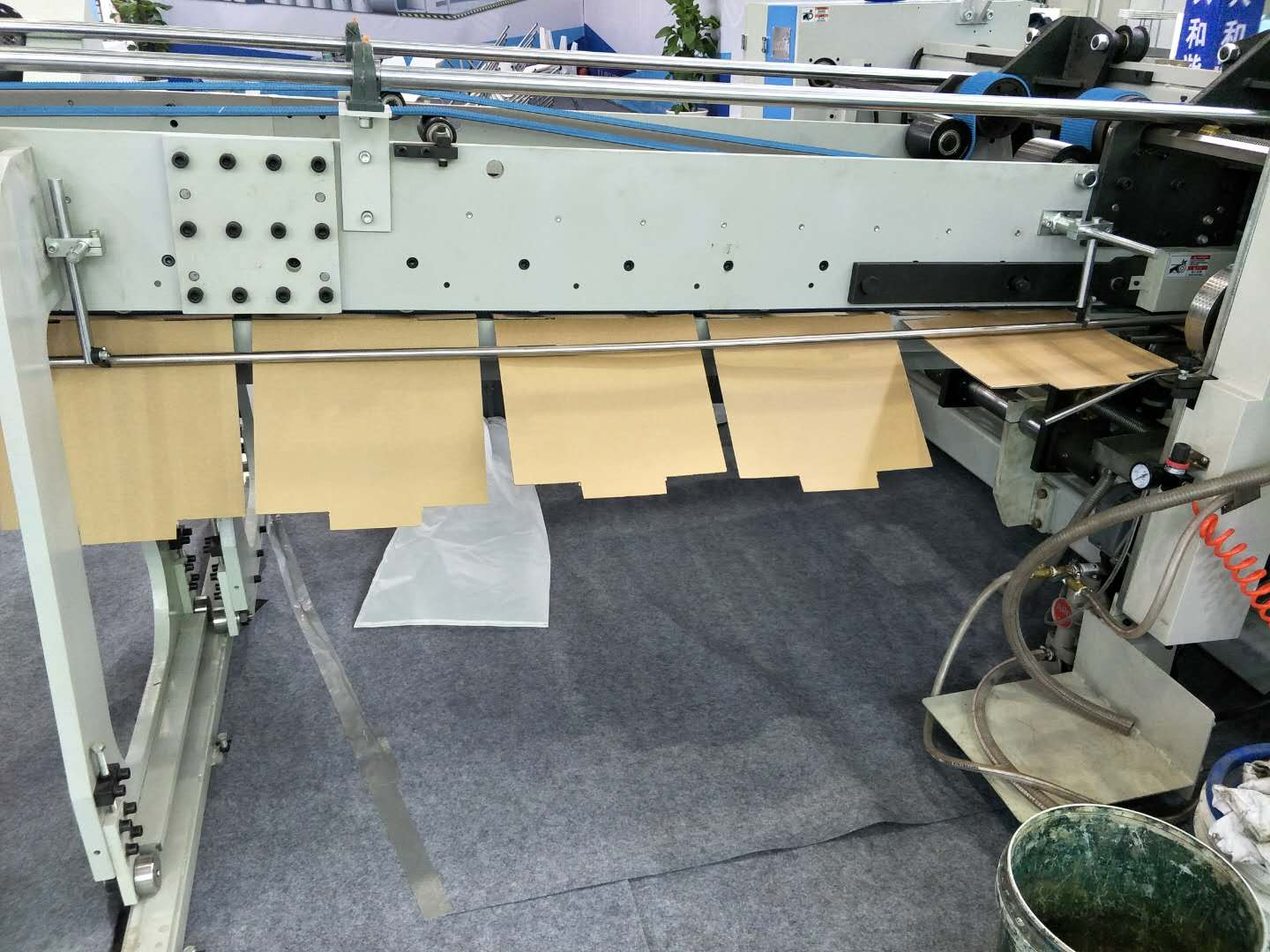 Full Automatic Down Folding Corrugated Cardboard Folder Gluer Packaging Machienry Provider