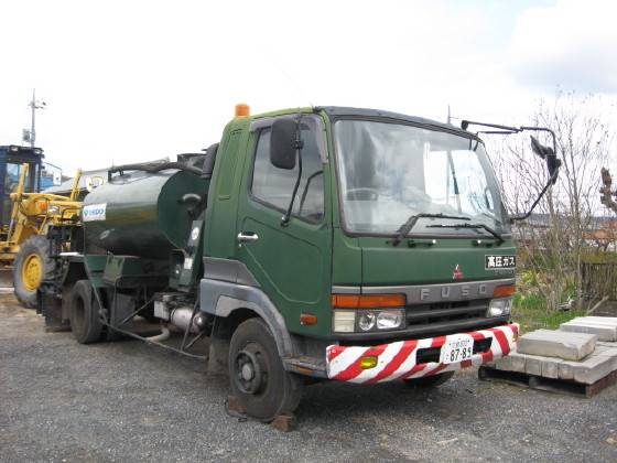 """USED ASPHALT DISTRIBUTOR """"HANTA"""" DS30DT WITH SHASSIS """"MITSUBISHI"""" MADE IN JAPAN"""