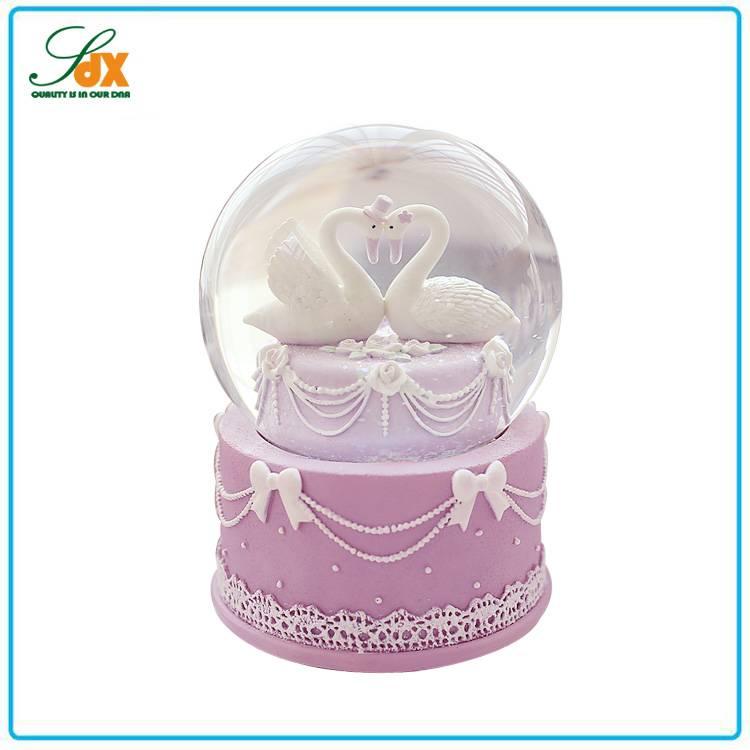 Wholesale polyresin custom wedding favors snow globe