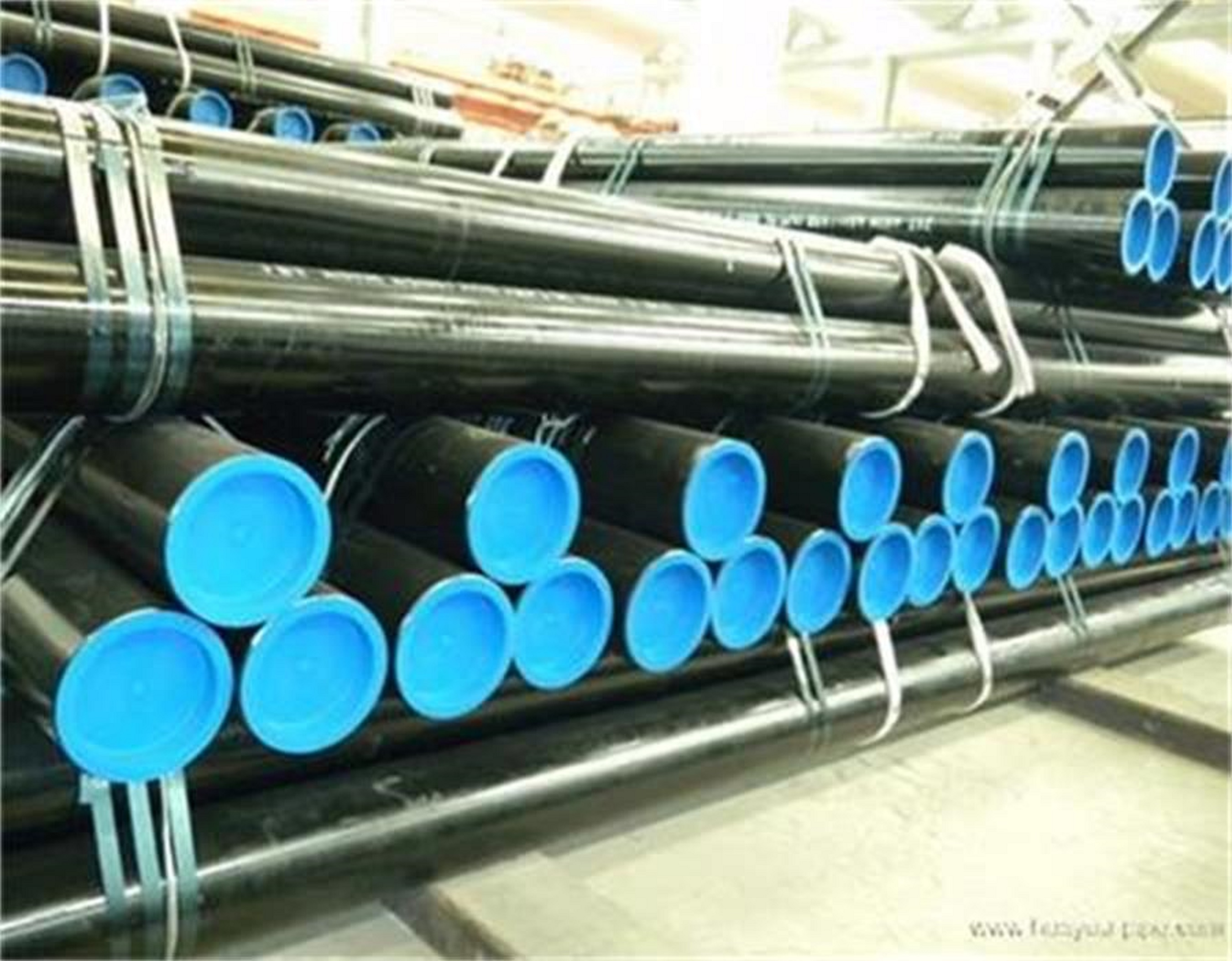Seamless steel pipes for low temperature service