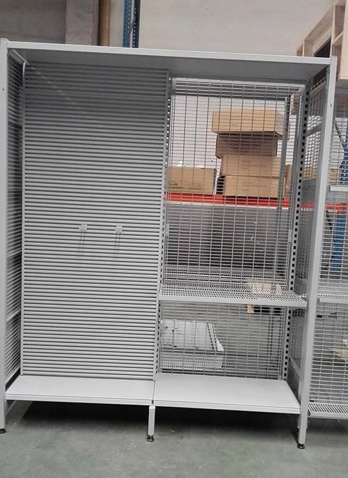 AU50 outrigger shelving with alu slatwall back