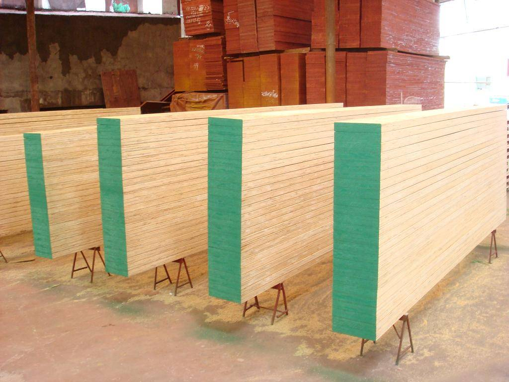 Pine LVL Scaffolding Board with Metal Plate on both ends For Sale!