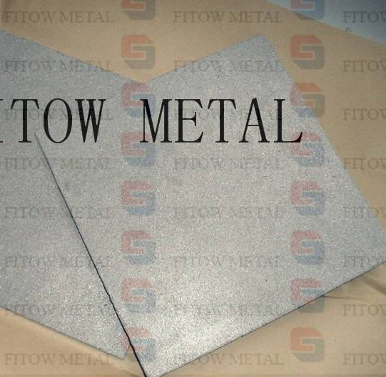 Stainless steel and titanium filter plates