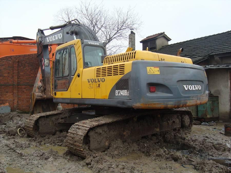 used VOLVO excavator EC240