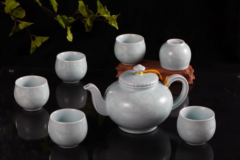 Chinese promotional gift ceramic tea set