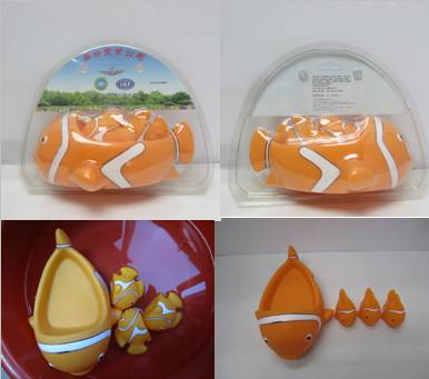 VINYL clownfish bath toy set packed into blister