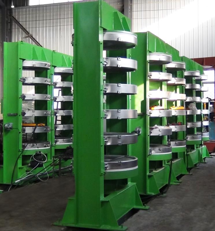 Hydraulic tire curing press vulcanizing machine