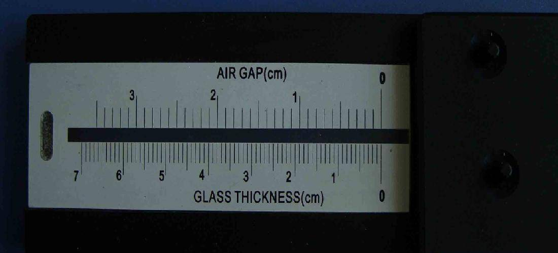 Glass thickness laser measuring device