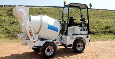 Mobile self-loading concrete mixer