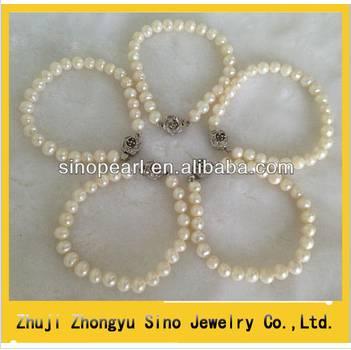 Latest design China jewelry Fine quaity pearl bracelets with flower clasp