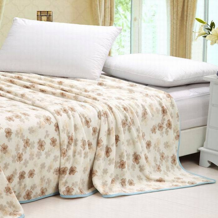 clover printed flannel blanket
