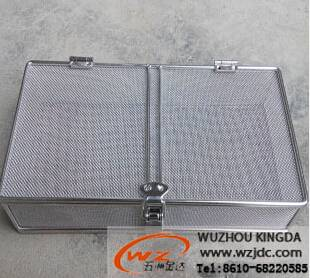 Metal mesh box with lid