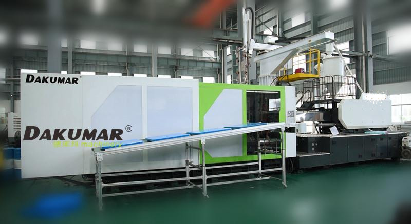 Dakumar two platen injection molding machine