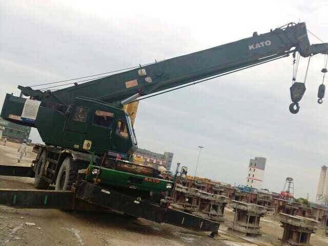 KR250 USED ROUGH CRANE  IN LOW PRICE FOR SALE