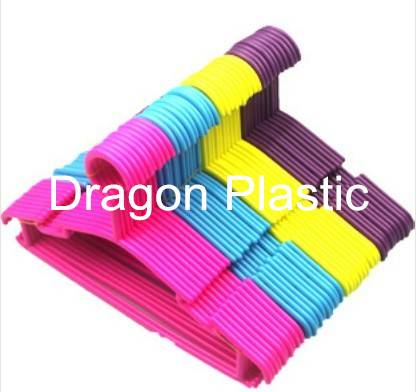 PLASTIC CHILDREN CLOTHES HANGER