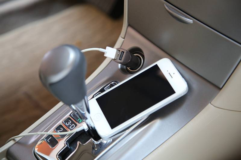 2 Port USB Car Charger/Mobile iphone Car Charger