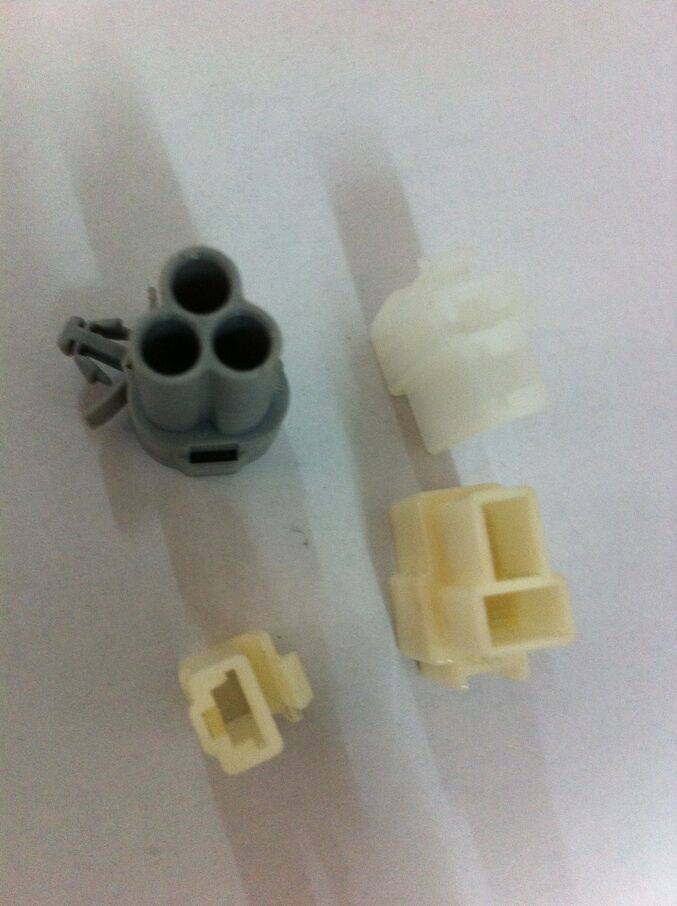 plastic connector assembly