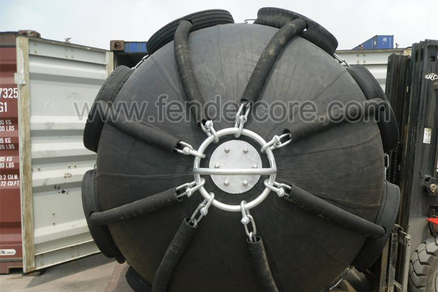 Pneumatic marine ship fenders made by FLORESCENCE