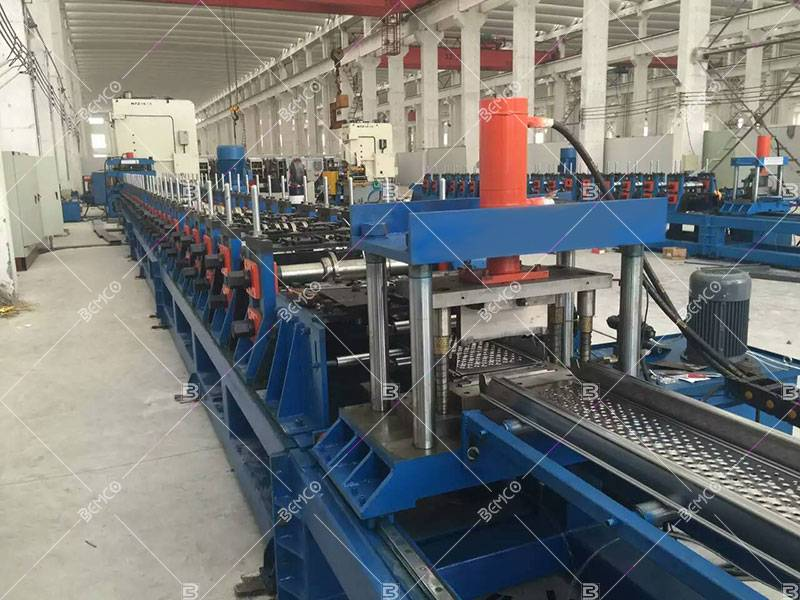 Steel scaffolding plank roll forming machine