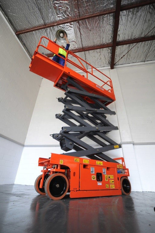 Reliable Electric Scissor Lift GTJZ0808 with 8.1m Platform Height and 250kg Load Capacity