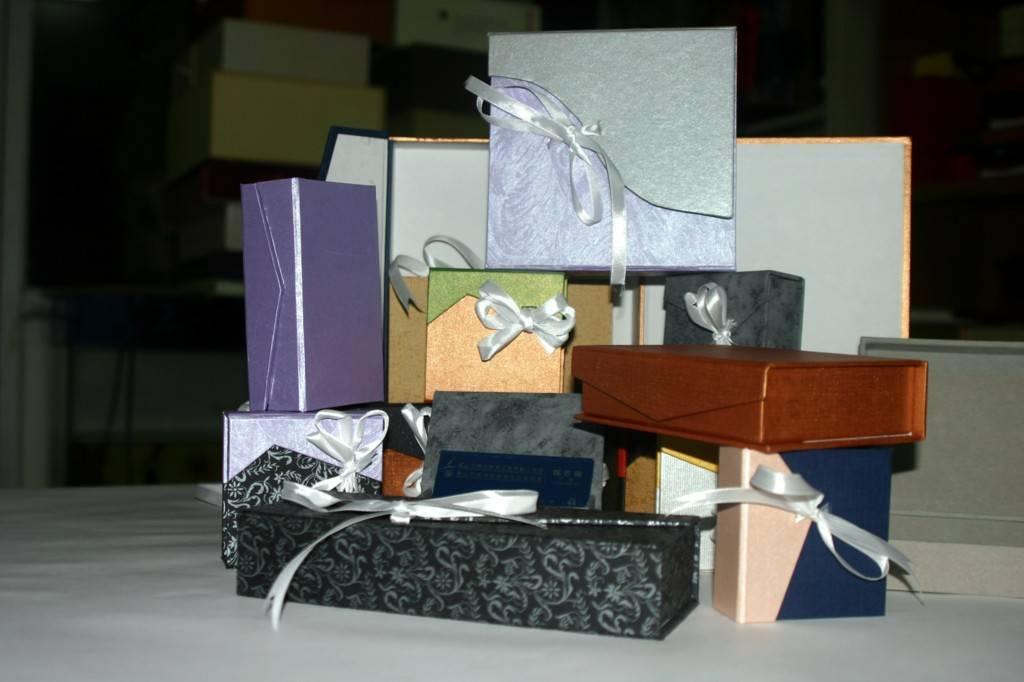 Cardboard gift case