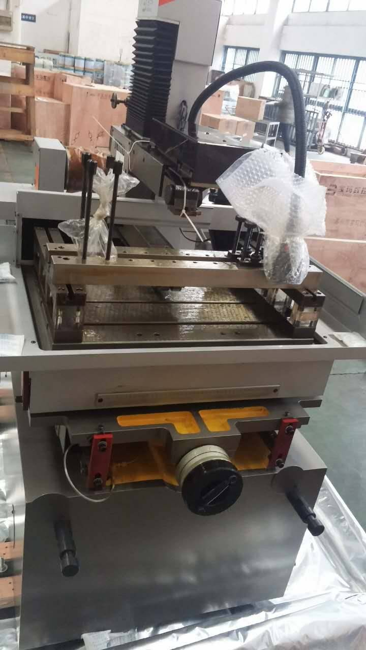 EDM CNC good quality wire cutting machine DK7725C