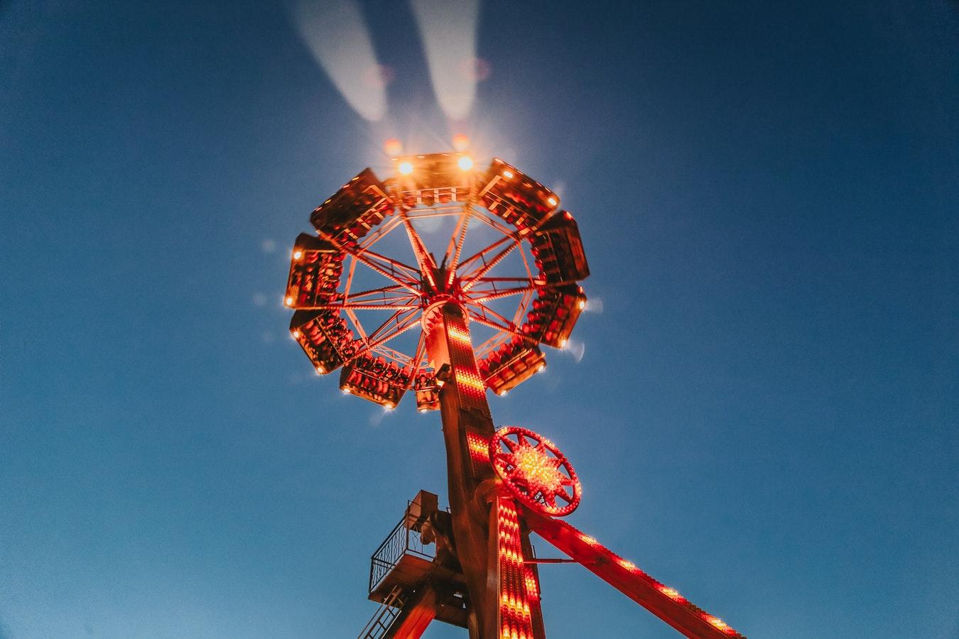 Large pendulum factory frisbee ride super swing