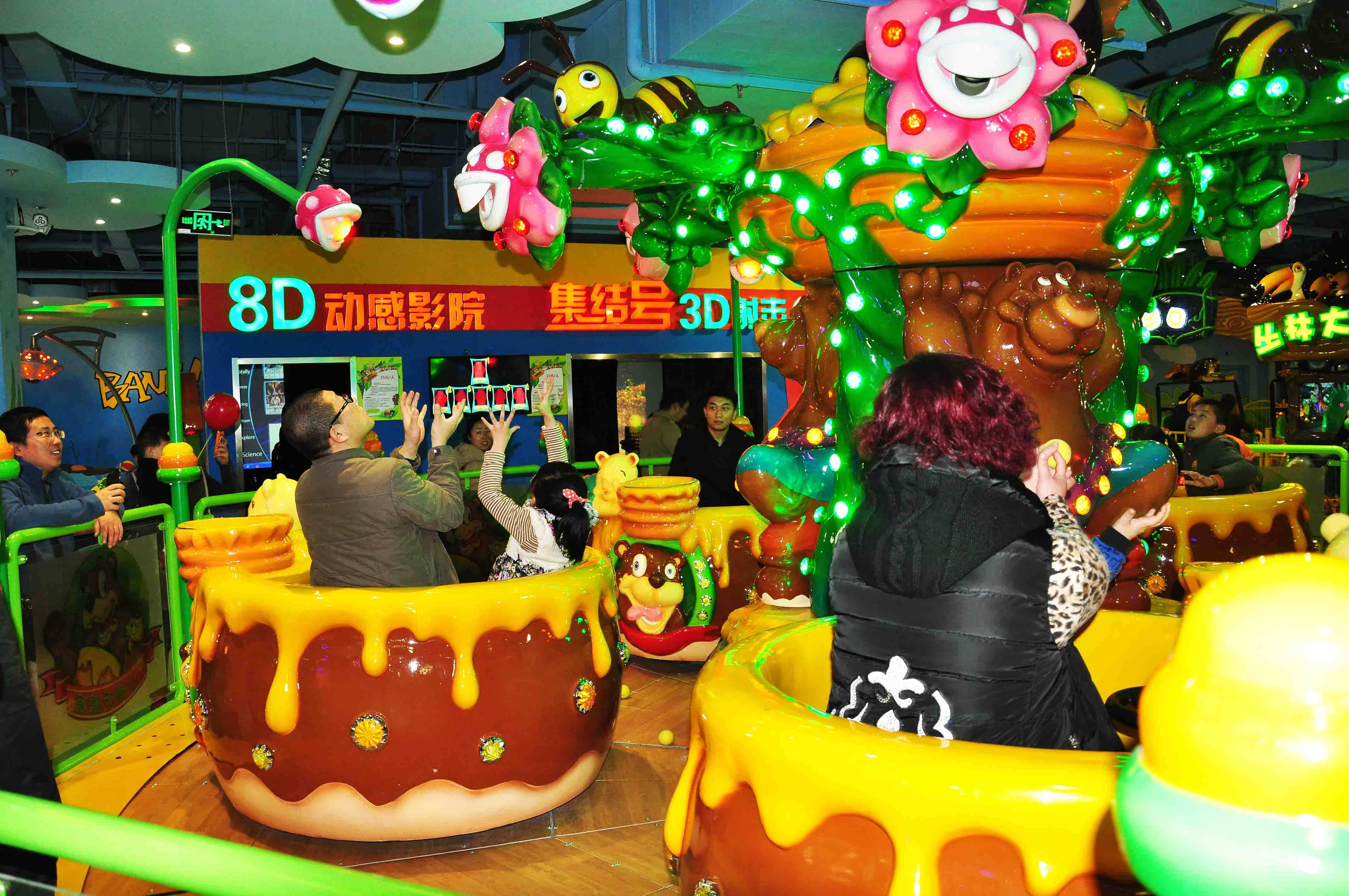 bear and honey, coffee cup, turning cup, indoor amusement park