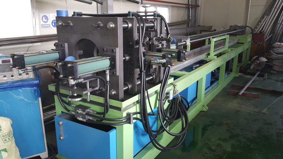 Hydro forming corrugated hose machine