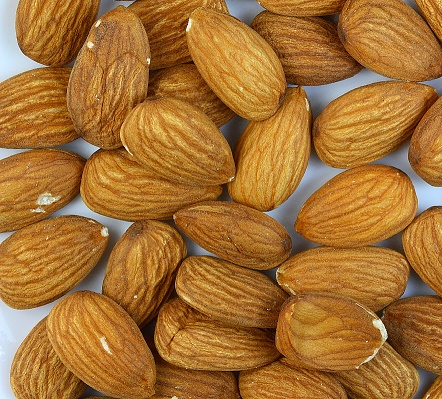 QUALITY ALMOND NUTS GRADE AAA FOR EXPORT