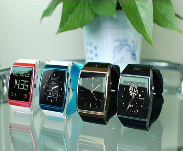 2015 Smart Watch Mobile Phone with SIM Card and Camera