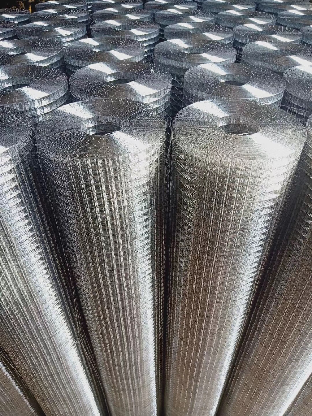 High Quality square wire mesh 2x2 4x4 5x5cm Electro hot dipped galvanized welded wire mesh