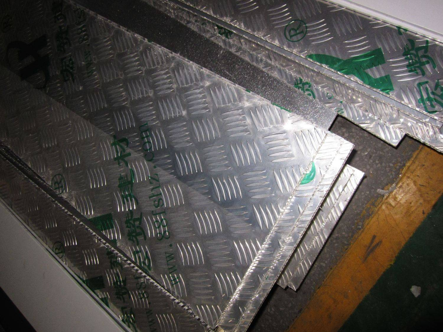 Non-slip honeycomb panel
